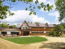 *[外観]川上村の山奥にある一軒宿!夏は美しい緑があふれています