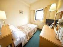 シングルルーム:ベッドサイズ123cmでゆったり眠れます