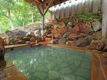 【女性 露天風呂】源泉掛け流しのお湯です。