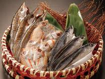 【大好評の朝食】お好きな干物が選べます。焼きたての干物をお席にお運びします。