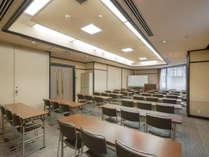 【会議室】大小さまざまな会議室をご用意しております。ご用命はお電話にて承ります