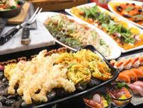 夕食バイキングでは揚げたて天ぷら(内容は変更になります)&塩も数種類