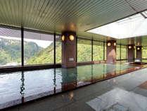 【展望大浴場 黒岳】壮大な峡谷美を楽しみながら入浴できます