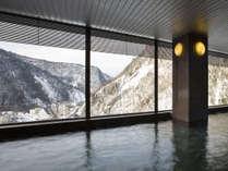 【展望大浴場 黒岳】7階に位置し、巨大なガラス窓から見下ろす絶景が楽しめます