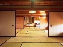 *広々とした30畳和室。(一例)大勢でもゆったりとお寛ぎいただけます。