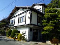 *奥浜名湖・都筑海岸にたたずむ当館。全ての部屋から浜名湖を一望できます。