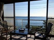 *お部屋からの眺め/大きな窓からは奥浜名湖を一望できます。