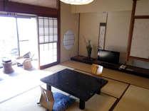 *和室一例/落ち着いた雰囲気の和室でごゆっくりお寛ぎ下さい。