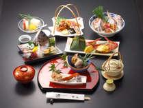 *【夕食一例】季節の旬の素材を使用した会席料理をお楽しみ頂けます。