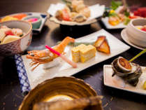 夕食一例:季節の旬の素材を使用した会席料理をお楽しみ頂けます。