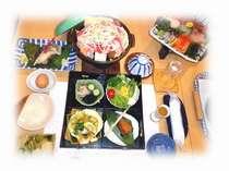 すき鍋のお食事内容です。ご飯とお吸い物とデザートが付きます。