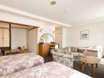 【スイート】広々とした洋間と、和室4畳のお部屋です。