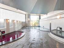 【大浴場】天然鉱石である光明石を主な泉源としています。柔らかな湯ざわりです。