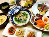 【夕食】スタンダード膳:季節ごとの旬の食材をお楽しみ下さい。
