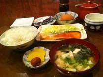 おかあさんの手作り和朝食♪朝ごはんはチェックインの際に和食か洋食をお選びください。