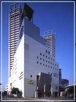ホテル外観。最寄駅「泉大津」駅と直結徒歩2分!!