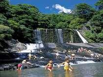 """6月に川開きする""""竜門の滝""""は、滝滑りができ、大人も子供も楽しめるスポット!当館より車で15分!"""