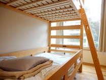 2段ベッド下段