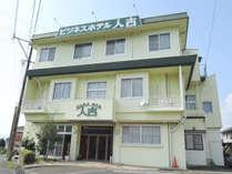 *【ホテル外観】人吉の閑静なエリアにある小規模なビジネスホテル