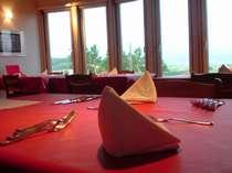 ディナー時のレストラン