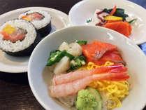 ライブキッチン・ホットメニューコーナーでは日替わりの北海道民ソウルフードをご用意!