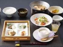 【ご朝食一例】『お野菜たっぷり朝食』選べるご朝食が好評です。こちらは朝はあっさりめな方にオススメ。