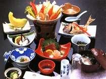 採れたての新鮮な魚介類をご堪能下さい。(料理一例)