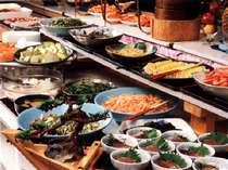 【夕食】バイキングレストラン「パピヨン」では和洋中のバイキングが/一例