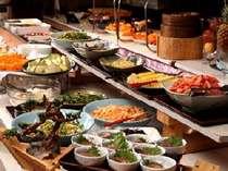 【夕食】バイキングレストラン「パピヨン」では和洋中のバイキングが/一例,熊本県,阿蘇の司ビラパークホテル&スパリゾート