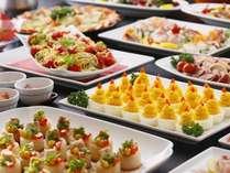 【バイキング】和・洋・中・郷土料理が70種以上揃うバイイング。焼き立てステーキも人気/例