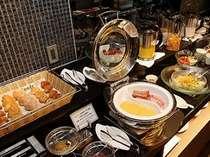 クラブラウンジではコンチネンタル形式の朝食ブッフェもお召し上がりいただけます。