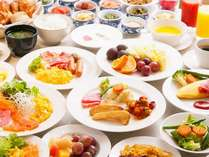 クラウンカフェの朝食は約100種類の和洋ブッフェ(一例)焼きたてパンのテーブルサービスもあります☆