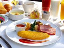 アメリカンブレックファスト(卵料理・サイドデニッシュ・サラダ・フルーツ・パン・お飲物)