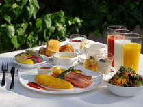 ANAクラウンプラザホテル福岡では、安全性が保たれた魅力的な朝食体験を提供いたします。