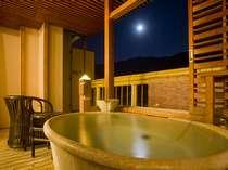 【6階露天風呂付客室一例 風呂イメージ】北摂の山々が連なる景色をお楽しみ下さい。609号室