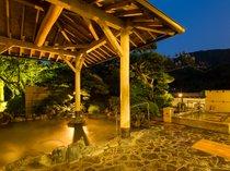 男性用庭園露天風呂 開放感あふれる庭園露天風呂!大阪にいることを忘れてしまいそうです。