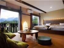 2014年7月リニューアルオープンしたばかりの白馬連峰一望の和洋室。眺望は当館で一番のお部屋です。