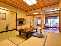*露天風呂付客室一例。広々とした客室は、快適にお過ごしいただけます。