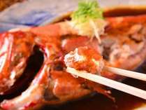 別注文用・金目鯛煮つけ。伊豆近海産。当館では800g以上の大型に限定して仕入れしています。