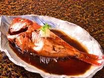 金目鯛煮つけ。伊豆近海産。当館では800g以上の大型に限定して仕入れしています。