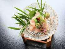 名物の鯉料理『アライ』お刺身をお湯で洗って〆たもの。臭みがなくコリコリの食感は美味!