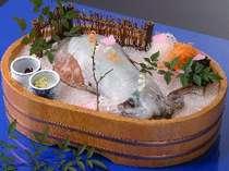 じゃらん限定★秋旅★いけすから1種類の魚介を選択&選べる調理法!活き烏賊付いけす会席【夕朝食付】