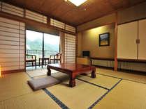 山里の景色に囲まれ、静かな時間をお約束できる8畳のお部屋です。