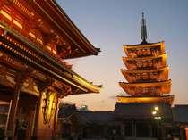 【五重塔】夕焼けが朱色を黄金色に染めます