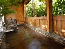 【備長炭の湯】マイナスイオン効果や消臭効果で究極の和み空間を湯船に作り出します。