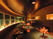 【Bar 蓮】最上階から見える那覇の夜景を眺めながら大人の時間をお過ごしください。