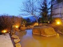 解放感たっぷり、伊香保ならではの「黄金の湯」源泉100%かけ流しの露天風呂