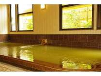 湯船の深さが1メートルもあるプールのような宿自慢の大浴場「仁の湯」