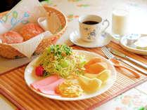 *【朝食一例】地元の食材を取り入れた洋朝食です