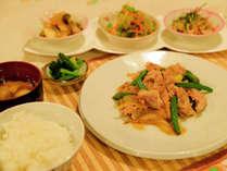*【夕食一例】家庭的な和食を食堂にてご用意します